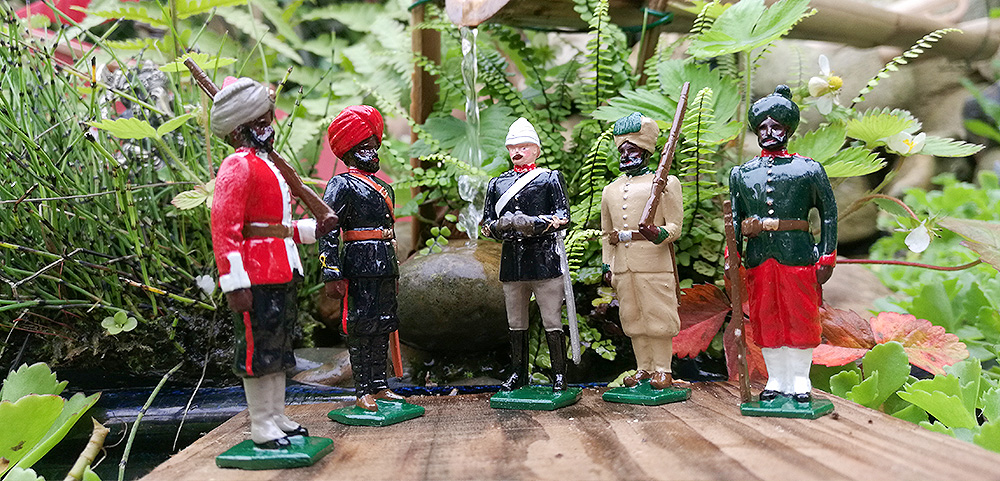 soldats de plomb - figurines de collections - au plat détain à Paris - divers uniformes en inde
